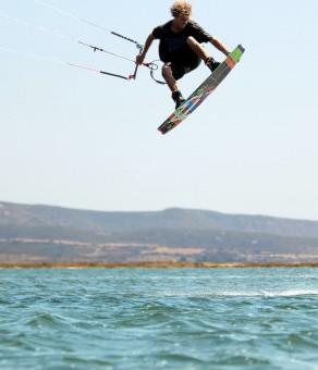 Luke Whiteside hitting a kicker with a kite
